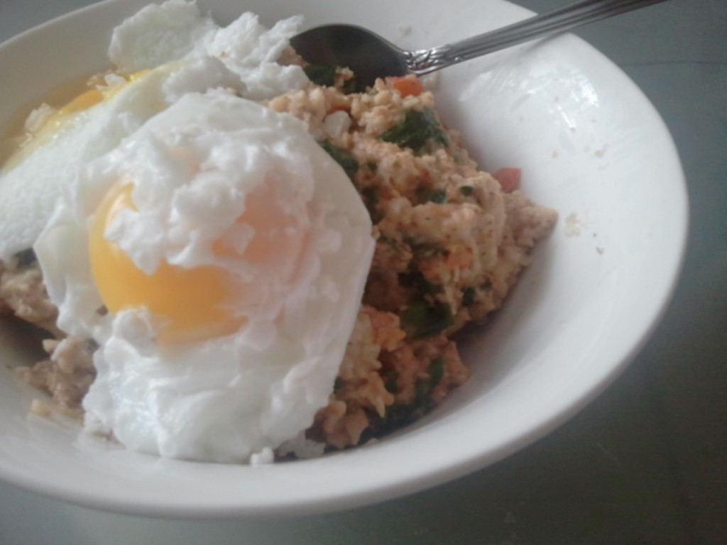 Poached Eggs on Spinach and Tomato Oatmeal